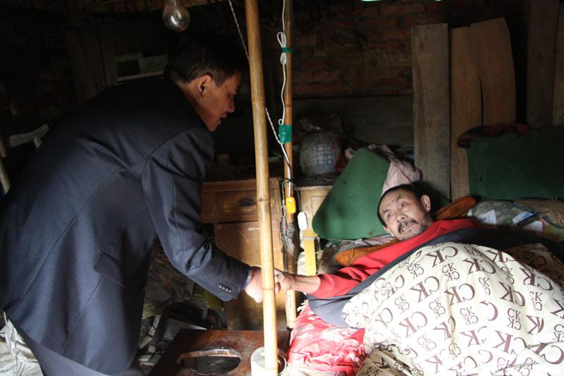 宝业(集团)公司组织员工慰问贫困家庭