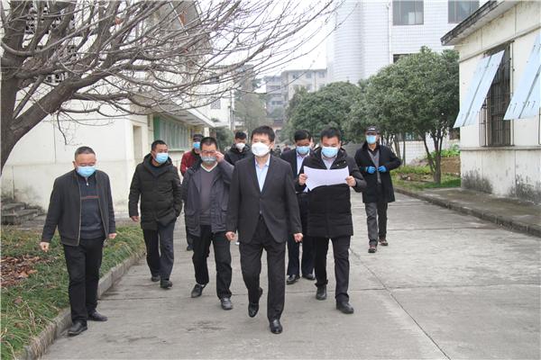 集团公司董事长张龙宝前往丝绸公司检查防疫及生产情况